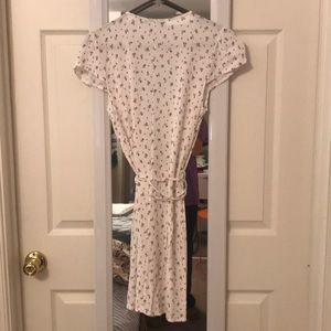Brandy Melville Dresses - Brandy Melville floral wrap dress